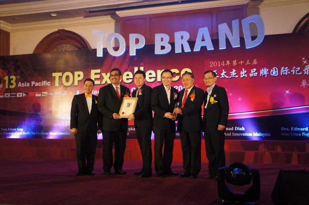 MYCiTY receiving awards from Y.B Datuk Dr. Abu Bakar Bin Mohamad Diah (Deputy Minister of Science, Technology & Innovation Malaysia);  Datuk Yong Khoon Seng (Former Minister of Works Malaysia)